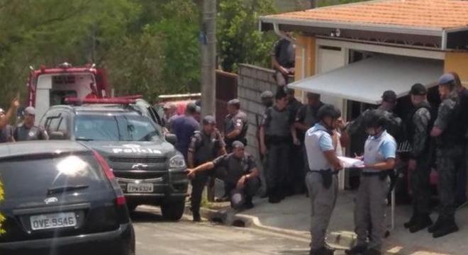 Mulher e bebê foram resgatados após ser mantidos reféns por assaltante