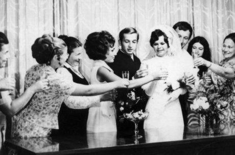 Sergei Skripal e Liudmila, no casamento deles em junho de 1972