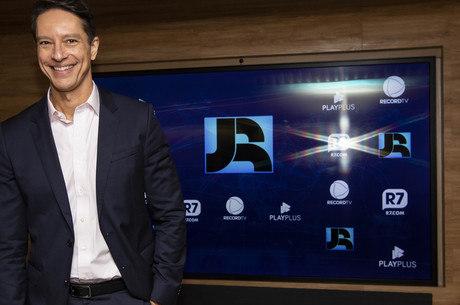 Sérgio Aguiar comanda o 'Jornal da Record'