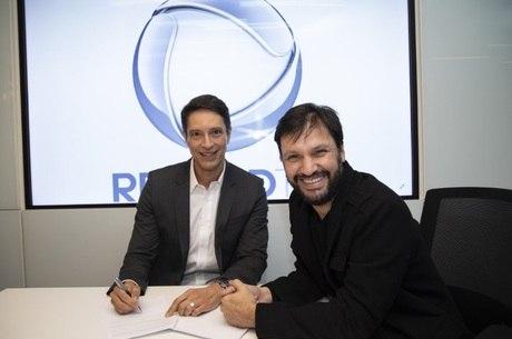 Sergio Aguiar assina contrato com a Record TV