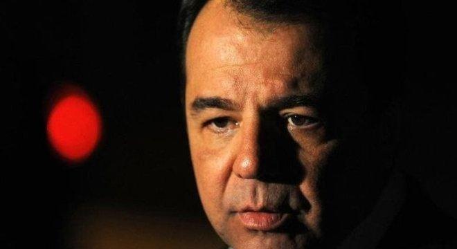 Adovgados de réus e suspeitos de participação no esquema de corrupção da Petrobras investigado pela Lava Jato já se movimentam para cobrar a paralisação dos processos contra seus clientes