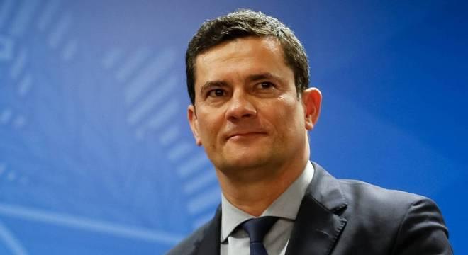 Ministro Sergio Moro recebeu aplausos e canto com seu nome