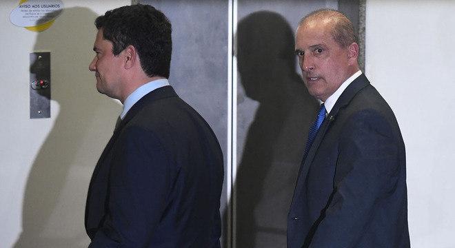 Os futuros ministros da Justiça, Sergio Moro, e da Casa Civil, Onyx Lorenzoni