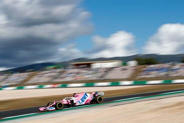 Sergio Pérez acelera no travado circuito português