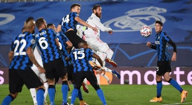 Real Madrid, de cabeça, tento de Sérgio Ramos