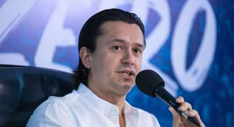 Sergio Rodrigues dando palestra de administração de futebol. Enquanto o Cruzeiro não paga salários