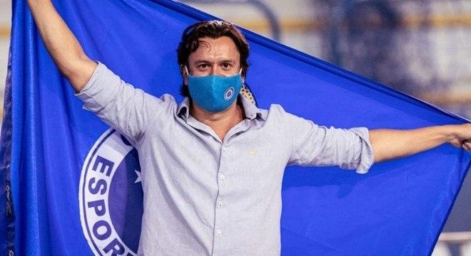 O presidente do Cruzeiro, Sérgio Rodrigues, está desesperado com as dívidas