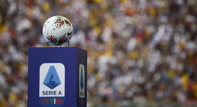 """A bola oficial, na última """"giornata"""" da temporada de 2020/2021"""