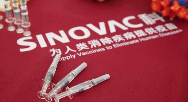 A CoronaVac é apenas uma das 44 vacinas que estão sendo desenvolvidas