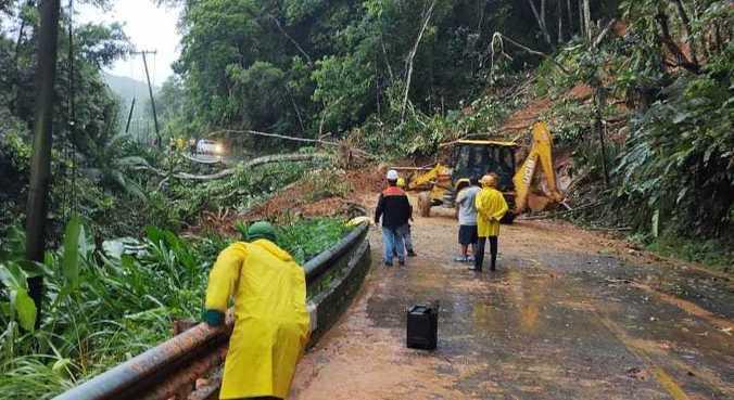 Chuvas intensas causaram deslizamentos em Peruíbe (SP), nesta terça-feira (19)