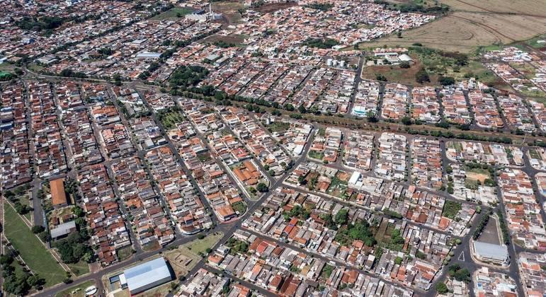 Foto aérea registrada com drone mostra a cidade de Serrana, no interior de São Paulo