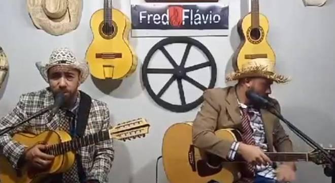 Live apresentada na segunda (5), horas antes de Fred (à esq. da foto) morrer