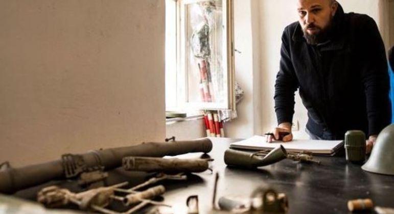 Escultor quer transformar armas em instrumentos musicais e criar orquestra com veteranos