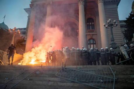 Protestos na Sérvia deixam quase 40 feridos