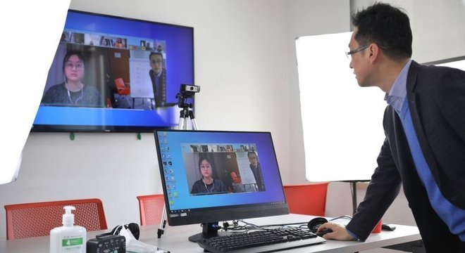 Empresas que fornecem serviços de teleconferência, saúde e educação online foram beneficiadas