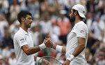 O sérvio Novak Djokovic venceu o italiano Matteo Berrettini por 6-7, 6-4, 6-4 e 6-3 e se sagrou campeão de Wimbledon, neste domingo (11), conquistando assim seu 20º título de Grand Slam, igualando a marca do suíço Roger Federer e do espanhol Rafael Nadal.  Aos 34 anos, Djokovic tem nove troféus do Aberto da Austrália, dois de Roland Garros, seis de Wimbledon e três do US Open.