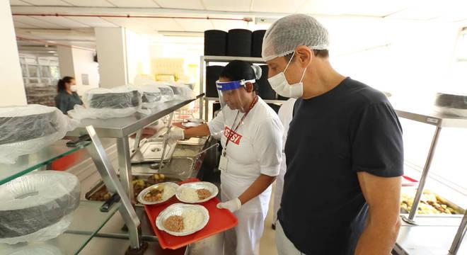 Ação de distribuição de refeições a pessoas em situação de vulnerabilidades social