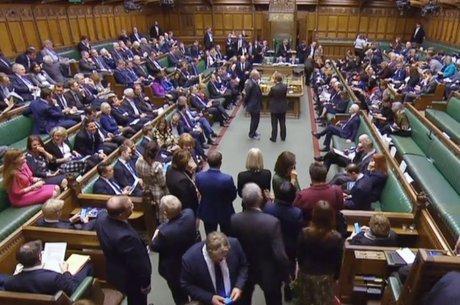 Proposta de extensão do prazo do Brexit por pelo menos três meses foi aprovado nesta quinta com mais de 400 votos