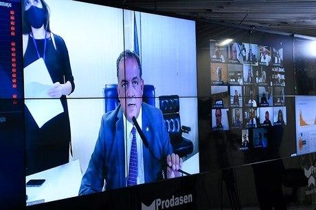Sessão do Congresso comandada pelo senador Eduardo Gomes