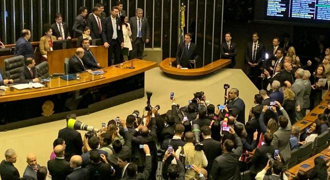 Bolsonaro discursa durante sessão solene de homenagem a IURD