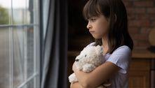 Criança relata abusos à professora e homem é preso por pedofilia