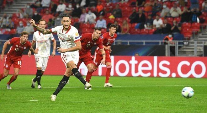 O momento da cobrança do penal por Ocampos, Sevilla 1 X 0i