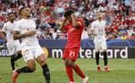 Em jogo bastante agitado, com quatro pênaltis marcados, o Sevilla recebeu o Red Bull Salzburg no estádio Ramón Sánchez Pizjuán, e a partida terminou empatada em 1 a 1, com a equipe do Salzburg desperdiçando duas penalidades máximas ainda durante o primeiro tempo