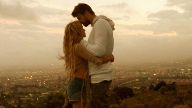 Apesar da discreta aparição, Me Enamoré, de Shakira, conta com a participação de Piqué. A canção é uma declaração da cantora para o marido. O casal está junto desde 2011 e é pai de dois meninos,Milan e Sasha