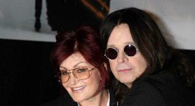 "Vídeo mostra Ozzy Osbourne e Sharon após boatos sobre ""leito de morte"""