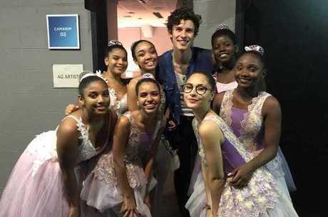 Bailarinas ensinaram funk para o cantor