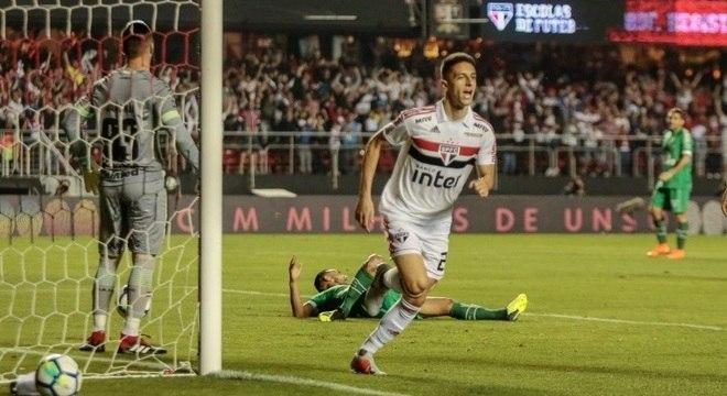 Shaylon, do São Paulo, festeja gol contra a Chapecoense no Morumbi