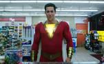 Shazam chegou aos cinemas em 2019 com um filme divertido lançado pela Warner. Com um uniforme muito bem feito, o ator Zachary Levi ficou bem imponente no papel do super-herói da DC Comics, um dos mais poderosos desse universo. Mas Levi não foi o primeiro a viver o herói