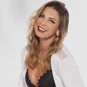 """Sheila Mello participa do """"Café com Bobagem"""""""