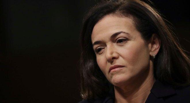 Inicialmente, Sheryl Sandberg negou ter se envolvido com as ações da Definers