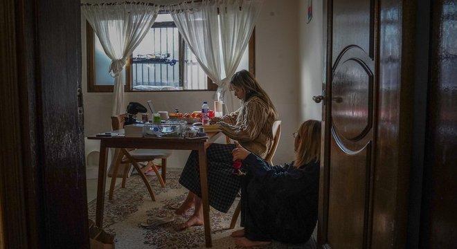 Apesar de terem se adaptado à vida no banjiha, Min e o namorado dizem que não pretendem viver a vida toda em acomodações do tipo