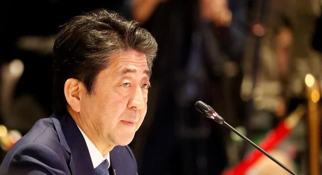 Shinzo Abe está inclinado a prorrogar o estado de emergência por mais um mês