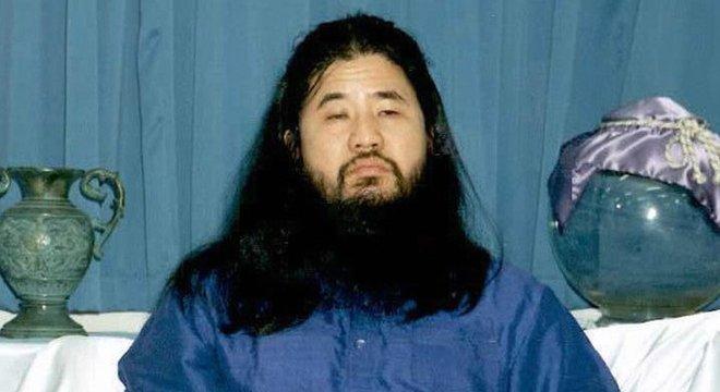 Shoko Asahara, fundador da seita, declarou ser, ao mesmo tempo, Jesus Cristo e o primeiro 'iluminado' a chegar à Terra desde Buda