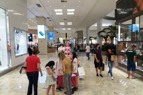 Shopping Center Norte, em SP. Comércio ainda tem horário reduzido