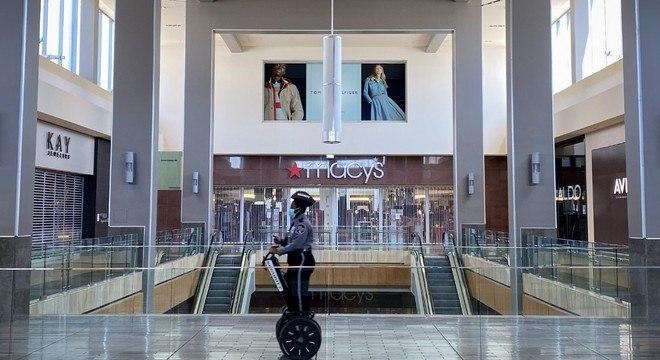 Shopping em Houston, nos EUA, fechado por causa da covid-19