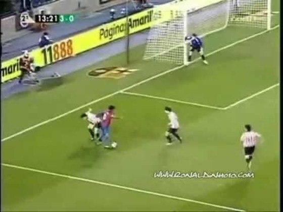 Show contra o Athletic Bilbao - Mesmo time que sofreu com os três chapéus seguidos, o Athletic Bilbao viu o brasileiro inspirado e quase marcando um gol de placa no Campeonato Espanhol 2006/2007. Após deixar três marcadores para trás, R10 parou na trave.