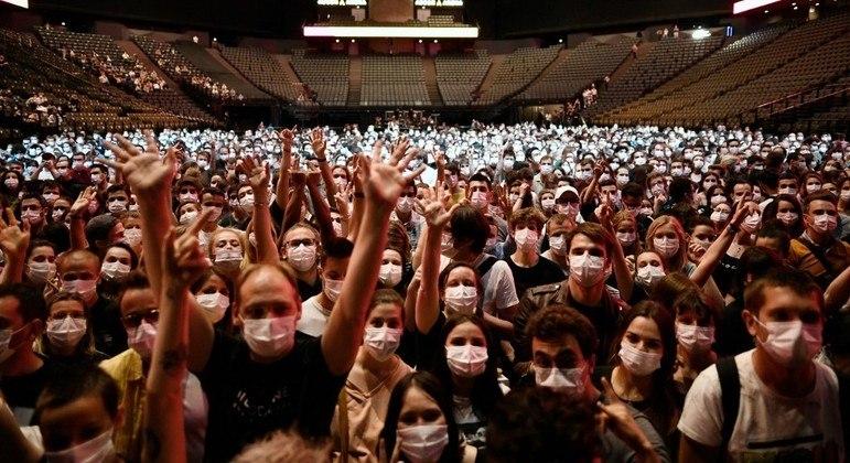 Show da banda Indochine reuniu 5 mil pessoa em Paris, na França