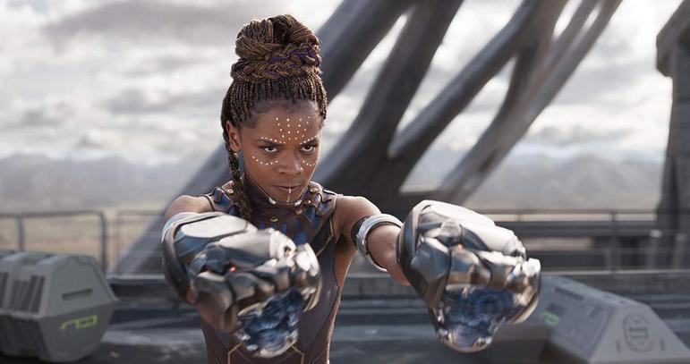 ShuriA irmã de T'Challa, o Pantera Negra, é uma das personagens mais inteligentes do universo da Marvel e impressiona com suas invenções tecnológicas. Ainda não foram revelados detalhes sobre a trama da continuação de Pantera Negra, chamada Wakanda Forever, após a morte do ator Chadwick Boseman, mas nas redes sociais muitos fãs apostam que a personagem de Letitia Wright poderia assumir o manto do herói