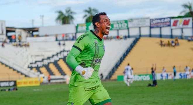 Sidão (goleiro) - Goiás - Ficando sem clube