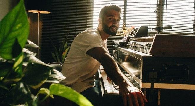 """""""Não é um disco que atira para todos os lados"""", diz Silva sobre os ritmos do álbum"""