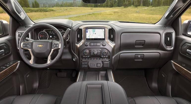 Interior segue padrão das Pickups da marca porém com maior generosidade no espaço interno