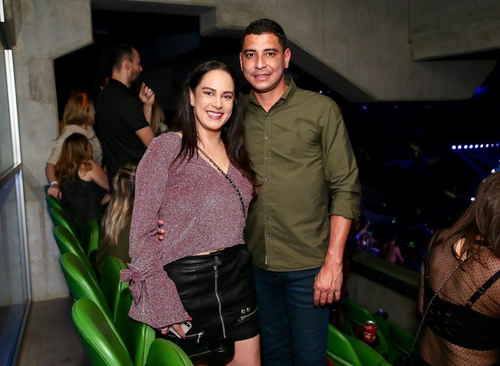 Silvia assumiu o romance com o policial militar Vinícius de Oliveira, que foi seu segurança
