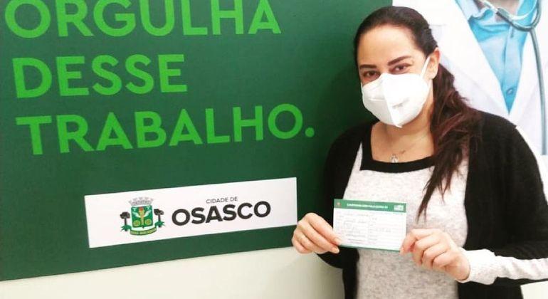 Silvia Abravanel é vacinada contra a covid-19