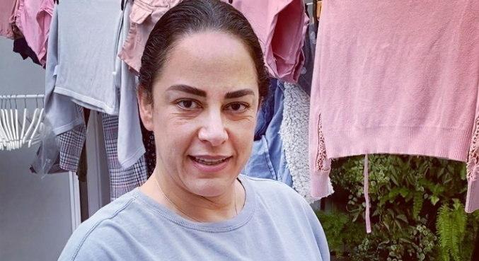 Em vídeo, Silvia Abravanel revelou que adora fazer serviços de casa
