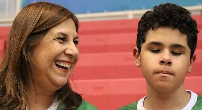 Silvia Grecco narra jogos de futebol para o filho com deficiência visual