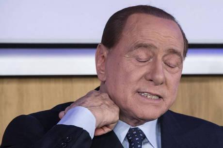 Berlusconi está melhor da pneumonia, diz médico
